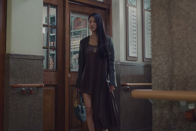 Style ID: The luxury brands behind Seo Ye-Ji's fashionable outfits on 'It's Okay To Not Be Okay'—updated weekly (фото 49)