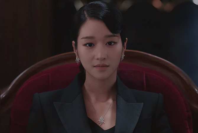 A guide to Seo Ye-Ji's enviable watches and jewellery collection in 'It's Okay To Not Be Okay' (фото 63)