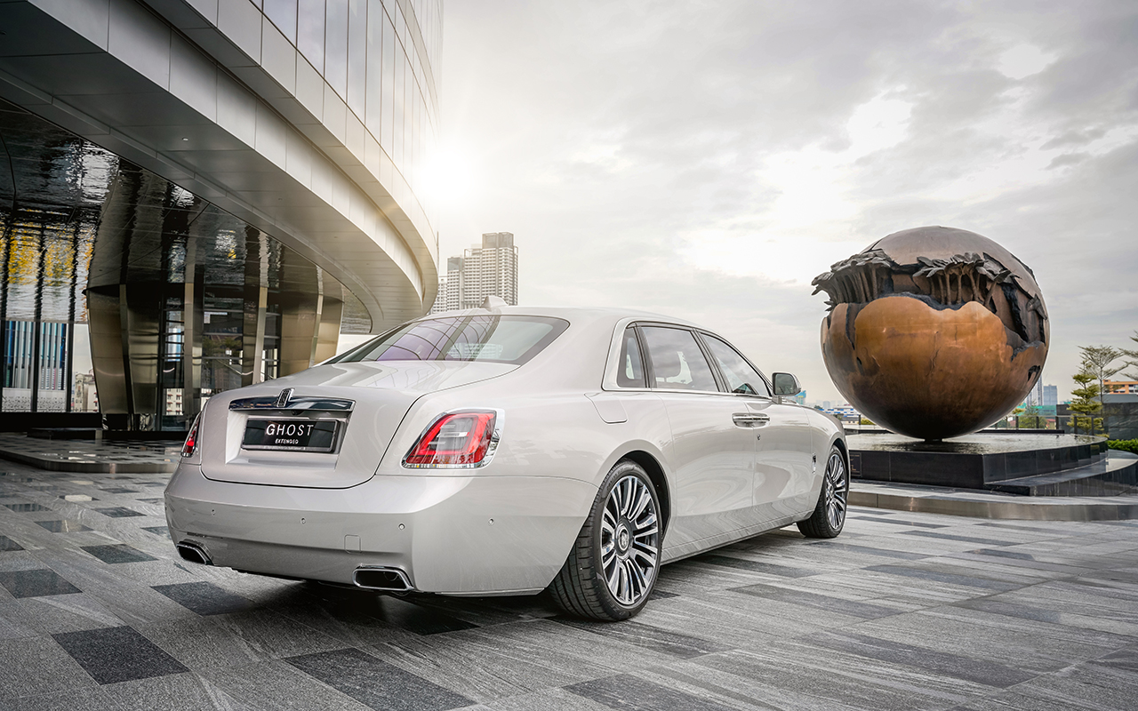 Rolls-Royce's new Ghost and Ghost Extended showcase post-opulence luxury in Malaysia (фото 2)