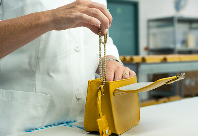 What goes behind the making of a Furla bag (фото 4)