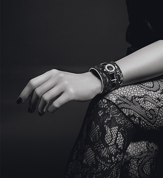 Chanel J12-XS: The new covetable miniature timepiece collection to have (фото 1)