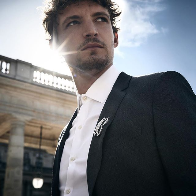 @nielsschneider is an incarnation of the modern Cartier man in a white gold, onyx, and and brilliant-cut diamond brooch. #CartierDiamonds
