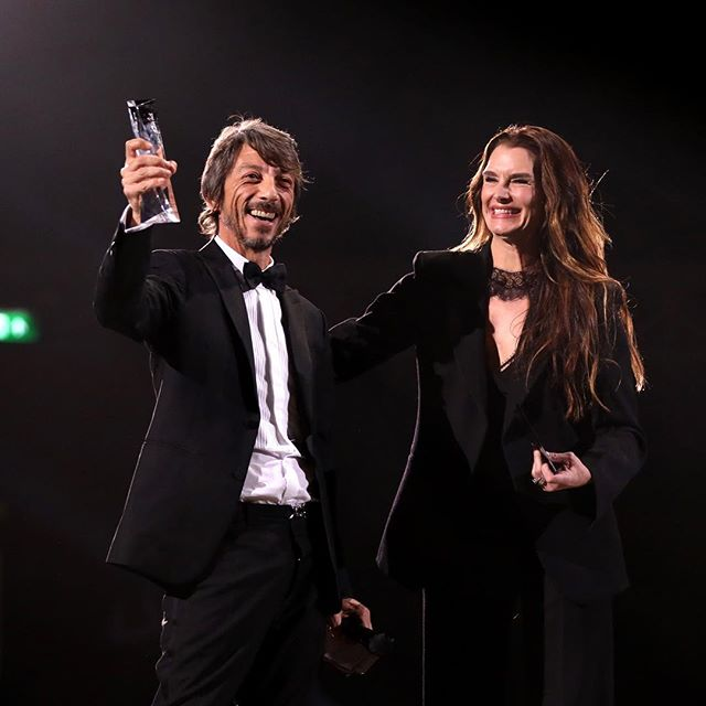Creative Director @pppiccioli awarded #DesignerOfTheYear during the #FashionAwards 2018 in partnership with @Swarovski at Royal Albert Hall in London. His prize was presented by @brookeshields. @britishfashioncouncil