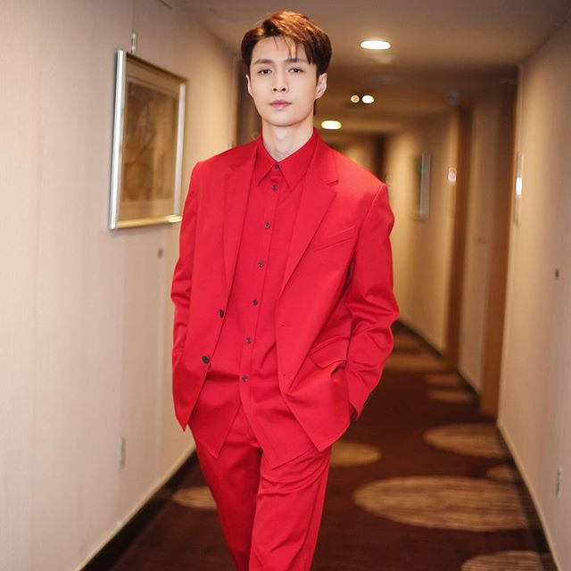 39841c9f259e Lay Zhang  zyxzjs wears an all-red suit from the  ValentinoPreFall19  collection to