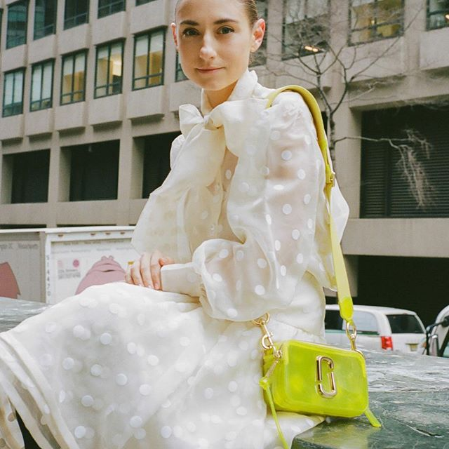 @JennyMWalton spotted with THE SNAPSHOT MARC JACOBS in Yellow Jelly   #MJSnapshot #MJSS19