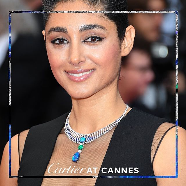#golshiftefarahani radiates at the Cannes Film Festival opening ceremony wearing a necklace from the new #CartierHighJewelry collection: Magnitude. In a color palette that has been emblematic of the Maison for over a century, lapis lazuli blue and emerald green fuse in the heart of the opal to play with the eye. #CartierMagnitude #Cannes2019