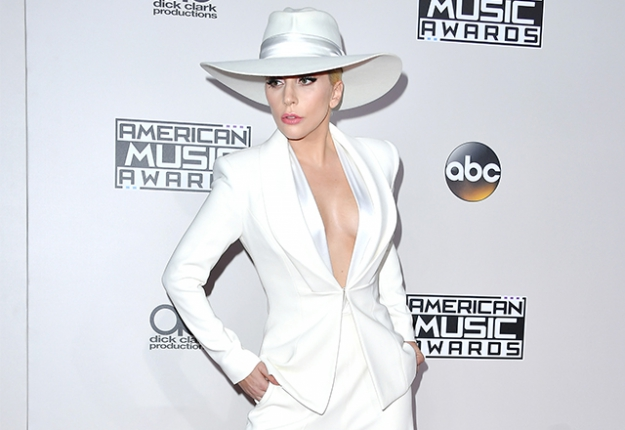 #RedCarpet: Arrivals at the 2016 American Music Awards
