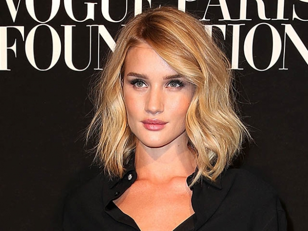 Rosie Huntington-Whiteley blonde waves are a dream, and she always looks flawless—period