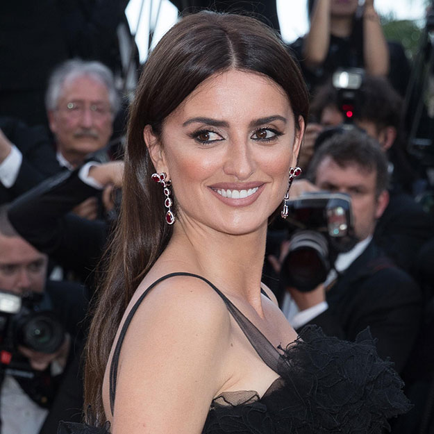 Penélope Cruz in a pair of white gold earrings set with Swarovski Created Diamonds and created rubies from the Atelier Swarovski by Penélope Cruz Fine Jewelry Collection