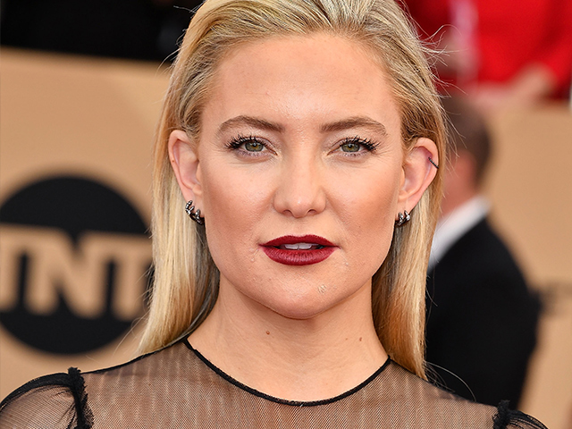 Kate Hudson ensured all eyes were on her that night, with perfectly contoured angles and a deep red lip.
