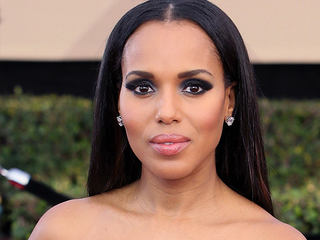 Kerry Washington's glossy pink lip was the perfect add-on to let her dramatic eye makeup stand out.