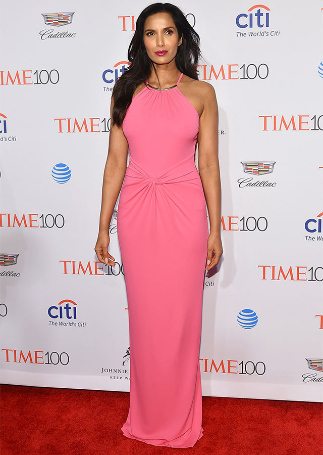 Another celeb who brought colour that night was Padma Lakshmi in a simple but chic pink gown.